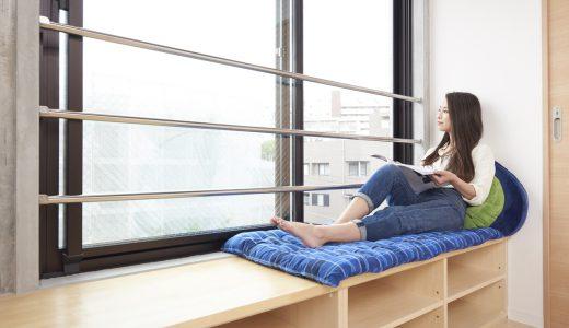 川のせせらぎを聴きながら、窓辺のベンチ棚でゆったりひなたぼっこして過ごせる部屋《ワクワク賃貸物件集》